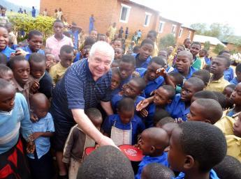 Radosť detí v Ugande a Rwande z darčekov z BIBIANY