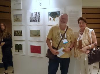 Výstavu BIB na  36.kongrese  Ibby  si  so záujmom prezrel  aj Toin Duijx z holandskej sekcie Ibby v sprievode  generálnej komisárka BIB Z.Jarošovej.
