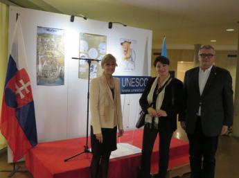 (zľava) Klára Novotná, ambasádorka, stála delegátka Slovenska pri UNESCO, Zuzana Jarošová, generálna komisárka BIB, a Dan Jurkovič, riaditeľ Slovenského inštitútu v Paríži.