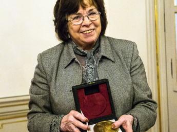 ČESTNÁ MEDAILA ALBÍNA BRUNOVSKÉHO za výrazný prínos v oblasti animovaného filmu dramaturgičke, scenáristke a režisérke Helene Slavíkovej-Rabarovej (Slovensko).