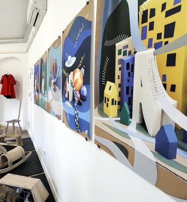 Výstava prác študentov školy úžitkového výtvarníctva Josefa Vydru v Bratislave.